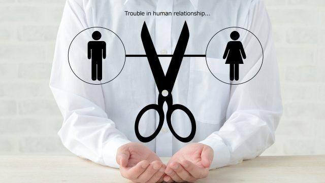 男女の浮気関係の図に手を添える人